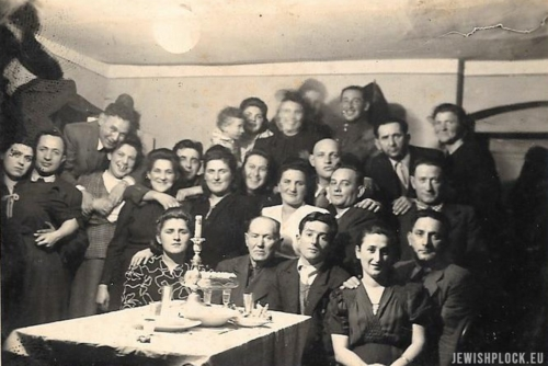 The first survivors that came to Płock in 1945 celebrating the Shabbat